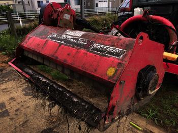 赤いトラクター.JPG